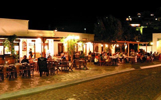 Η πλατεία της Χώρας! http://diakopes.in.gr/trip-ideas/article/?aid=209772 #travel #greece #island #astypalaia