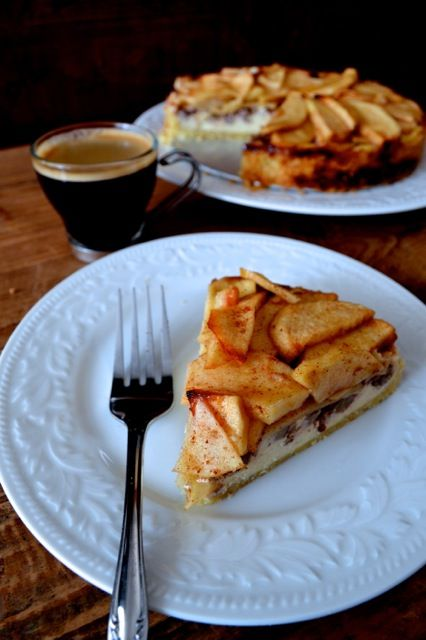 Apple Cream Cheese Tart - like a cheese cake and apple #pie all rolled into one. Yum!