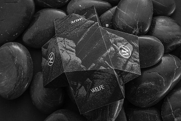 Дизайнер изНорвегии Morten Nordsveen создал дизайн иконструкцию ювелирной упаковки дляизделий бренда Welfe который географически расположен вМельбурне, Австралия. Welfe— этомарка современного производителя ювелирных изделий, изготовленных вабстрактном, архитектурном стиле. Собственный способ создания ювелирных изделий, делает бренд Welfe заметным ихарактерным. Упаковка изготовлена изкартона, представляет изсебя коробочки оригинальных форм, поверхность которых украшена такой…