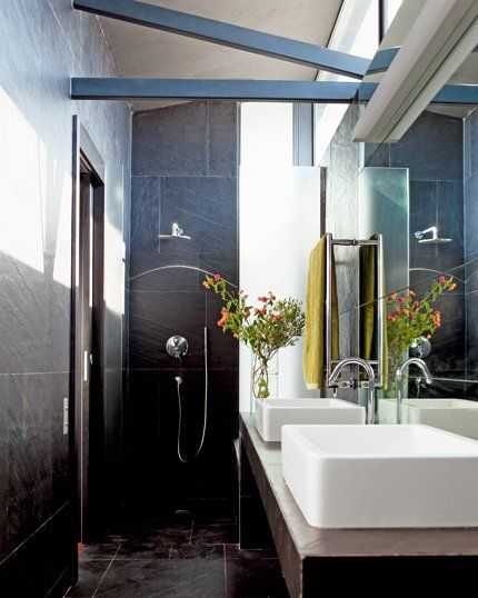 Une salle de bain épurée et naturelle (ardoises)