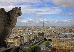 Essential Paris Tourist Attractions - Most Paris travelers will want to do some sightseeing in the city of light. Here's a quick reference guide of my essential Paris tourist attractions.