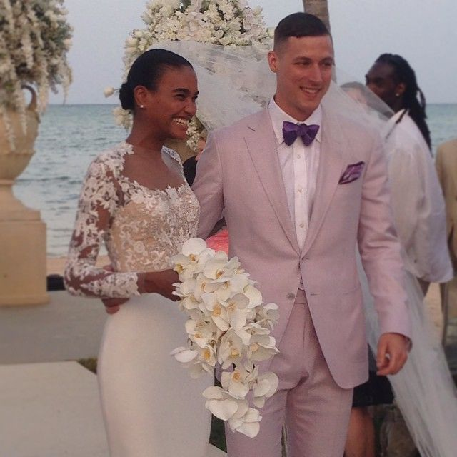 Arlenis Sosa wore a beaded Reem Acra wedding dress