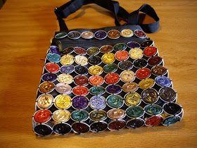 Viendo tdas las cosas que se pueden hacer con las capsulas de Nespresso, tenia ganas de decorar un bolso. Pedí ayuda a Lina Maria Gomez de...