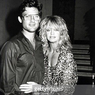 """I always look forward to working with #Goldie because she's a great person to work with.""- actor #KurtRussell celebrates his 66th #birthday today!  Here's a nice #photocapture of #Russell and longtime partner of 34 years #GoldieHawn sighted outside the Carlyle Hotel in NYC July 28 1983 when they were just becoming a couple. They've also starred together in three films - The One and Only Genuine Original Family Band #SwingShift and #Overboard.  #whentheywereyoung #bornthisday #Backdraft…"