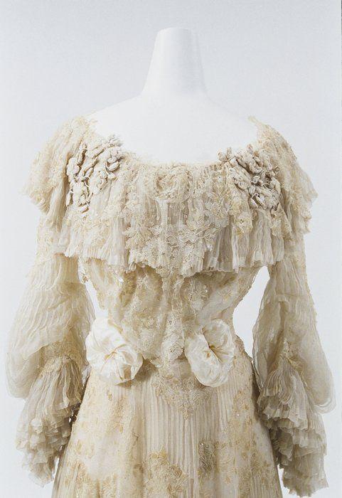 Dress by Redfern, c. 1900, at the Bunka Gakuen Costume Museum