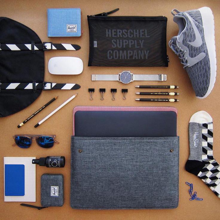Ať už jste kancelářská krysa, nebo ještě chodíte do školy, tak i tak jsou pro vás tyhle kousky must-have. Usnadní vám život a nastolí mu ten správný řád. To prostě potřebujete. Batoh, obal na notebook, taštička, peněženky Herschel Supply, boty Nike, brýle, hodinky Komono, ponožky Happy Socks, péče o boty Sneaker Lab.