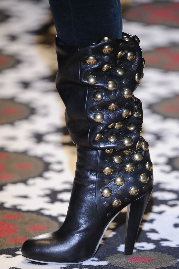 Gucci - in love with these beautiful booties