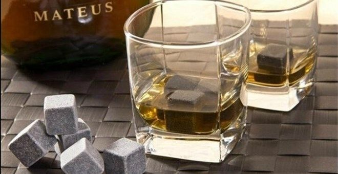 Whiskey Stones!8pc set + a gorgeous velvet gift/storage bag!!Putwashedstones into the freezer for (at least) 4 hours. Place as many cold stone stones into your glass, pour liquid into glass until it reaches the height of one stones, let stand for a while and enjoy! Chilled, no dilutionby ice cubes.Advantages comparedto traditional cube:1. Cool idea, cool gift.2. They look great in the glass.3. Bring a mellow chill to the drink,don`t melt or water down your fine drink flavour.4. The…