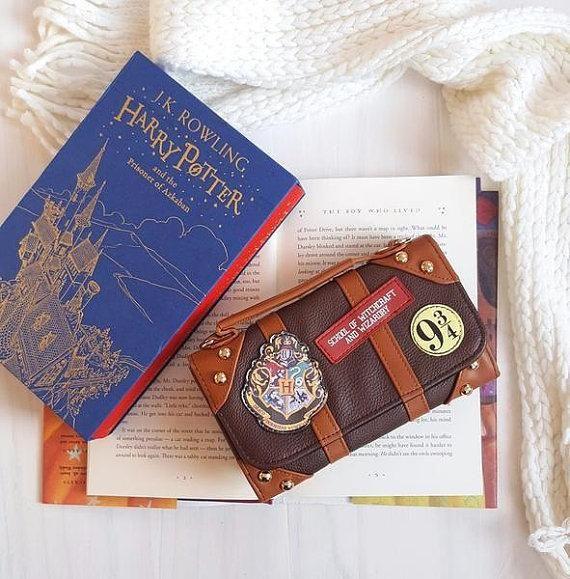 Hogwarts Wallet #harrypotter #hogwarts #wallet #plaform93/4 #gryffindor #ravenclaw #hufflepuff #slytherin