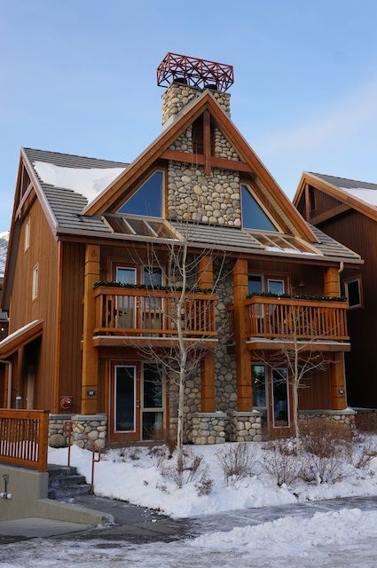 A review of Hidden Ridge Resort in Banff, Canada >>> Looks great and is pet friendly too!
