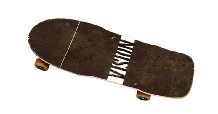 Como fazer uma lixa para um skate de dedo Tech Deck. A Tech Deck é uma famosa fabricante de skates de dedo, que são representações em miniatura de skates reais. Assim como nos de tamanho real, é possível personalizar completamente um skate de dedo. A parte superior do skate, conhecida como lixa, permite que os dedos permaneçam fixados ao shape. Dessa forma, isso possibilita que o skatista de dedo ...