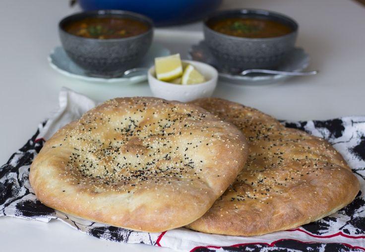 Arabiskt bröd i långpanna