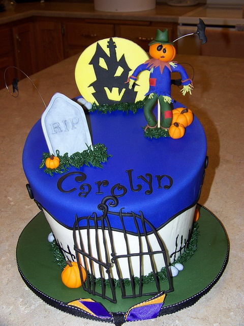 halloween birthday cake by erin salerno via flickr - Halloween Decorated Cakes