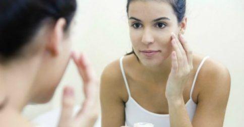 Ανανεώστε το Πρόσωπό σας και Διώξτε τις Ρυτίδες στο Σπίτι με Αυτήν την φυσική Μάσκα