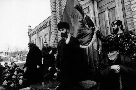 Şamil Basayev Konuşma Yaparken (Fotoğraf: Stanley Greene)