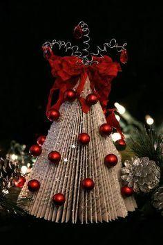 más y más manualidades: Crea un arbolito navideño con hojas de revista