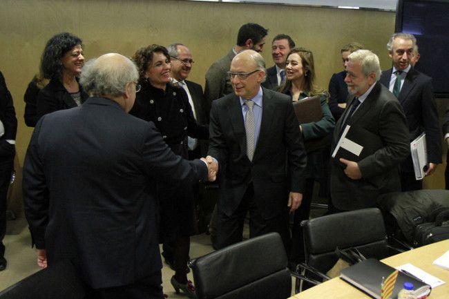 El Gobierno premia a las CCAA con dinero 'low cost' aunque incumplan el déficit - http://plazafinanciera.com/economia/espana/el-gobierno-premia-a-las-ccaa-con-dinero-low-cost-aunque-no-cumplan-con-el-deficit/ | #ComunidadesAutónomas, #CristóbalMontoro, #Déficit, #MinisterioDeHacienda, #Portada #España