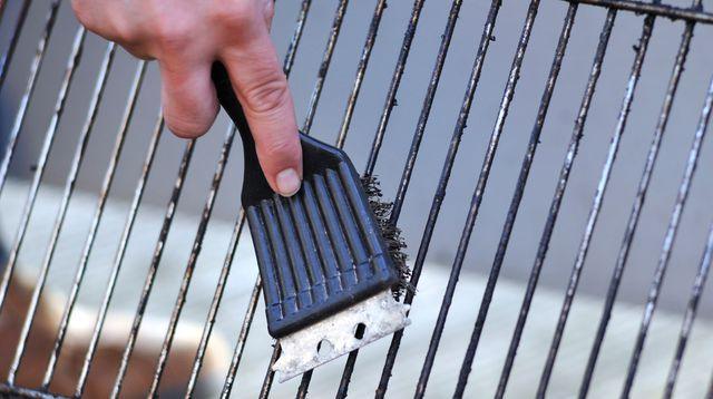 Comment bien nettoyer la grille de votre barbecue ?