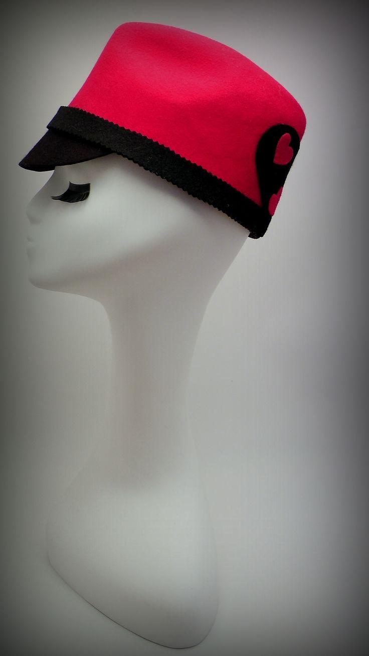 #felthat #redhat #fedorahat #lovemisshat #feltcap #womenhat #redfelthat