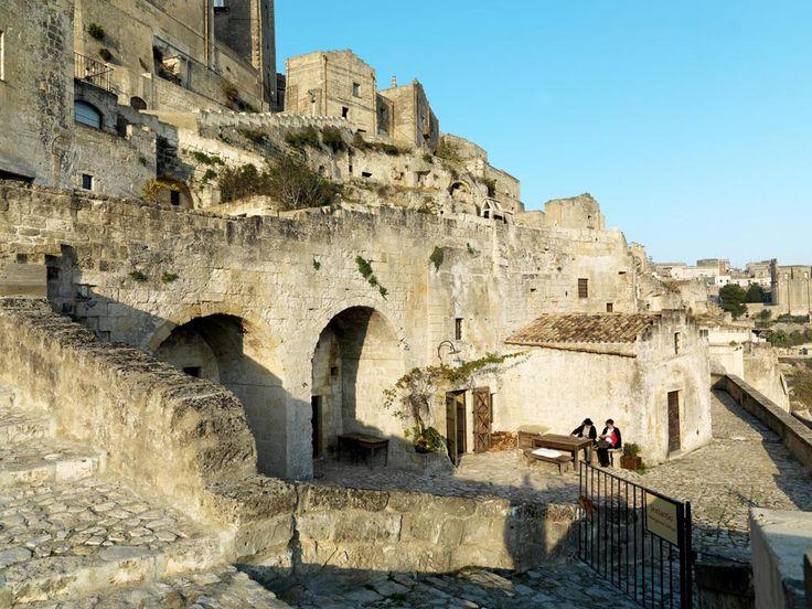 Sextantio Albergo Diffuso Le grotte della Civita. Esterno.
