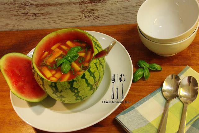 Sopa Fria de Melancia e Cinco Frutas Maduras com Manjericão e Pimenta Preta