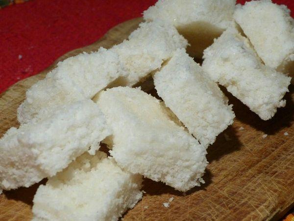 A Cocada Branca é fácil e fazer, deliciosa e perfeita para quem quer vender e ganhar e um dinheirinho extra. Experimente! Veja Também:Cocada Cremosa de Co