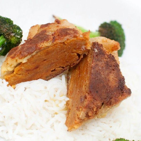 """For deg som virkelig, virkelig savner stekt kylling. VEGANSK """"KYLLING"""": Panert seitan sprøstekes og krydres til det skummelt kjøttaktige. Denne..."""