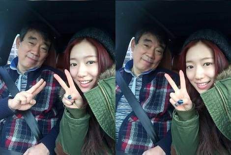 Park Shin Hye Selfie Bareng Ayah Tercinta