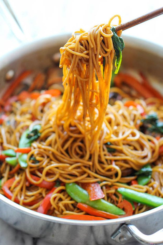 Easy Vegetable Lo Mein | 30 Quick Dinners With No Meat REALLY good recipes and only a few ingredients for most. #vegetarian #recipe #easy #veggie #recipes