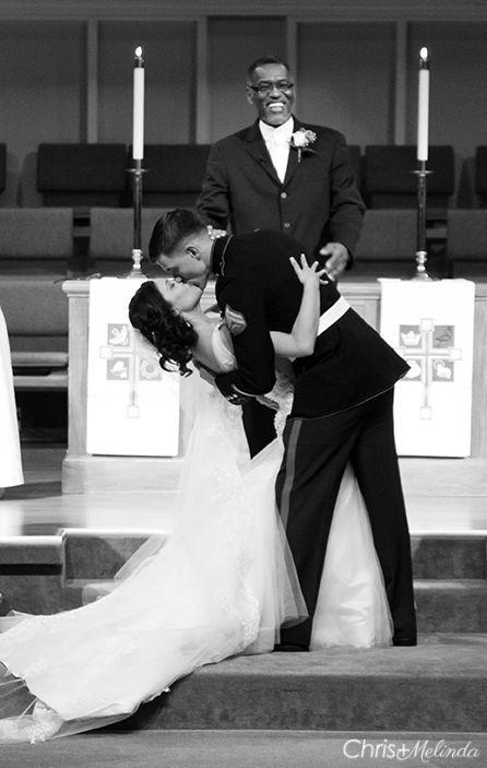 Die schönsten Hochzeitsküsse: http://www.gofeminin.de/hochzeit/album1194221/hochzeitskusse-0.html