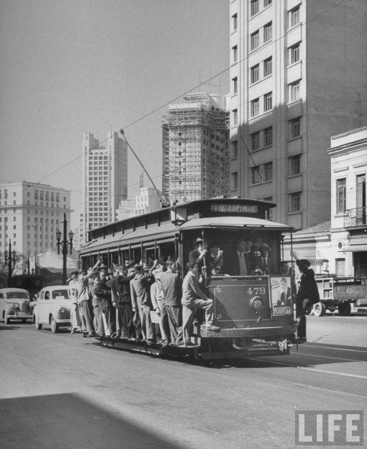 A Life, revista que registrou a história do século passado através de fotos, também passou por São Paulo e registrou o crescimento urbano e a vida. Veja!