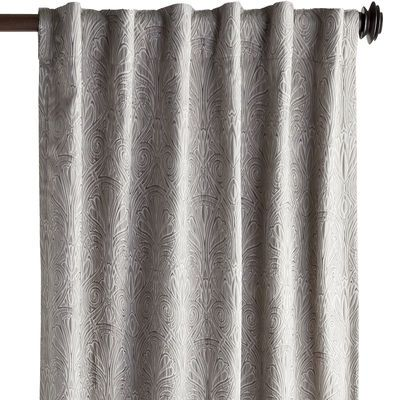 Color and texture come together beautifully in our dove gray Jolie curtain. In a soft jacquard fabric with a damask pattern, it's quite the scene-stealer—in living rooms and bedrooms alike.