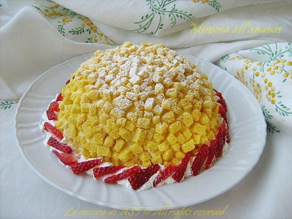 L'8 marzo nelle pasticcerie è la Torta Mimosa che la fa da padrone ed oggi ho anche io sperimentato questa ricetta con la variante dell'aggiunta dell'ananas...meravigliosa!