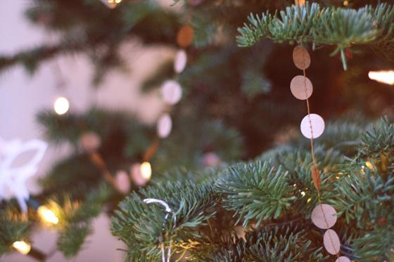 guirnalda con circulos de papel ,sencillo adorno para el arbol de navidad
