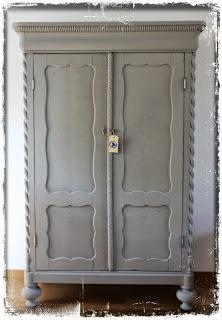 Old Biedermeier closet, Annie Sloan paint (Frensh linen) http://mooisvanmadeliefste.blogspot.nl/