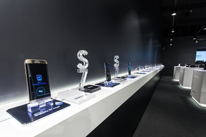 Samsung pop-up store by Cheil Germany, Frankfurt – Germany » Retail Design Blog