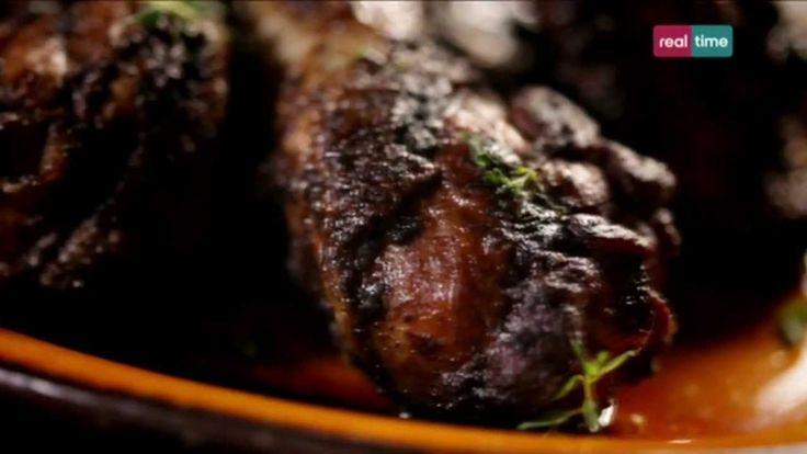 Cucina con Ramsay # 14: Pollo alla Giamaicana (Jerk) Fantastico per una cena con amici. Speziato e facile da preparare. INGREDIENTI 4 cosce e 4 sovracosce di pollo con pelle incise sulla superficie Olio di oliva per friggere 2 cucchiai di salsa Worcestershire Riso, per servire 4-5 rametti di timo, per guarnire (facoltativi)  PER LA MARINATA 1-2 pep...