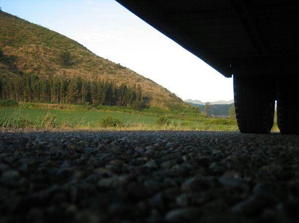 Foto debajo de un bus en movimiento | Melipilla | 2007 |