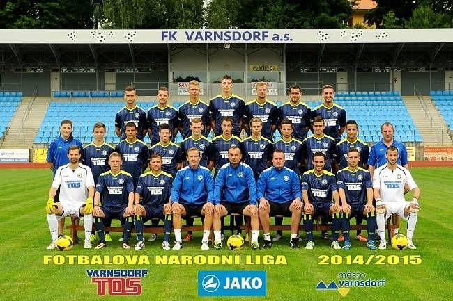 FOTBALISTÉ VARNSDORFU - Dne 24. května 2015 FK Varnsdorf uhrál ve 2. lize remízu 0:0 s vedoucím týmem SK Sigma Olomouc a získaný bod definitivně zajistil týmu druhé místo a postup do první ligy. Kvůli nevyhovujícímu stadiónu se však majitelé klubu po ukončení ročníku vzdali práva na první ligu a do Synot ligy 2015/16 postoupil třetí tým tabulky FC Fastav Zlín.