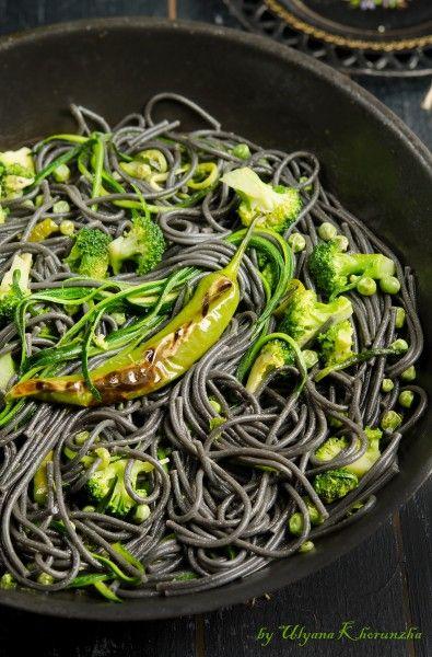 Чревные спагетти с зелеными овощами и гречневая лапша с рыбой