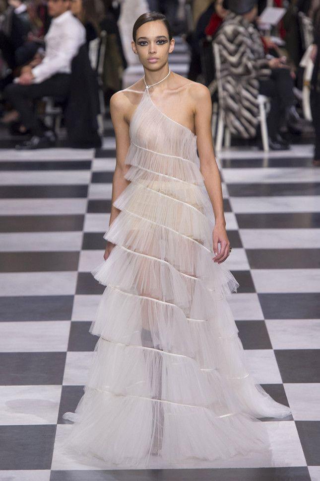 Christian Dior Couture весна-лето 2018, Лучшие свадебные платья Недели  высокой моды в Париже d61d1882bcb
