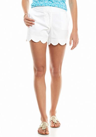 Chic and flattering white crown & ivy™ shorts with a scalloped hem.