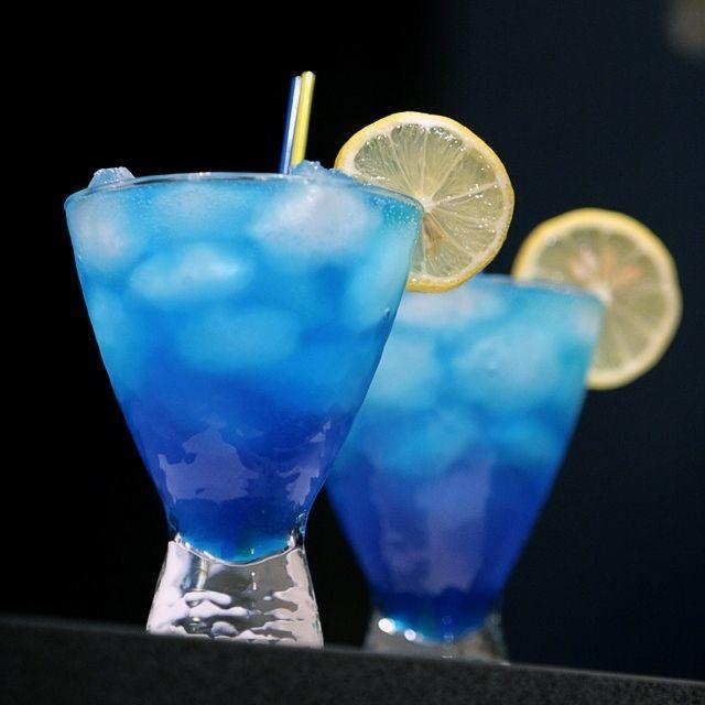 les 25 meilleures id es de la cat gorie cocktail lagon bleu sur pinterest recettes de verrines. Black Bedroom Furniture Sets. Home Design Ideas