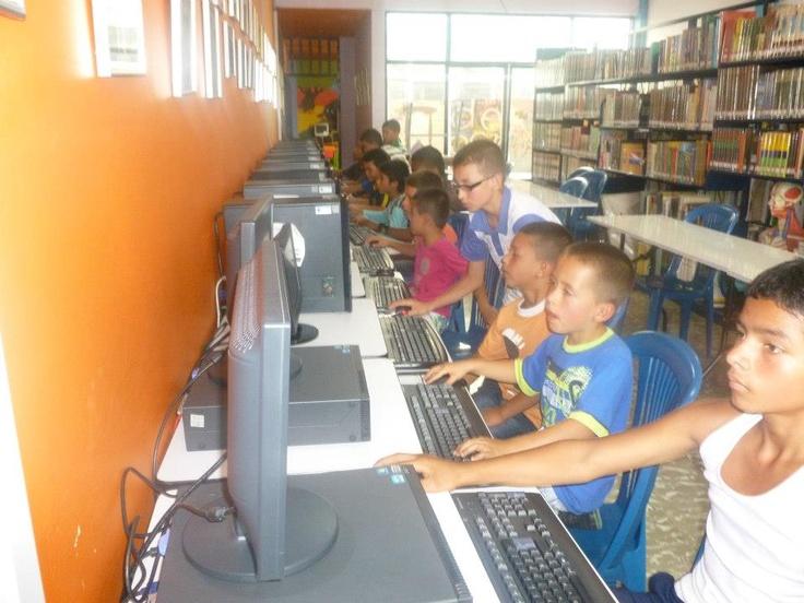Biblioteca Pública Municipal Abraham Ayala. Pueblo Rico - Risaralda. Colombia.