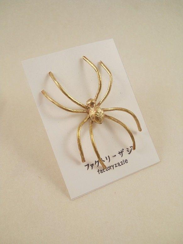 蜘蛛 ピンバッヂ 画像あり 蜘蛛 ハンドメイド 手作り