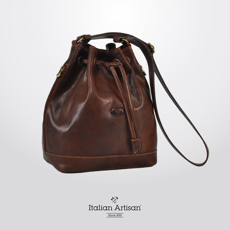 Flawlessly crafted #leather #woman #shoulderBag. This #timeless classic bag meets the prerequisites of style and function.  #handcrafted #womansfashion #madeinitaly #italianartisan