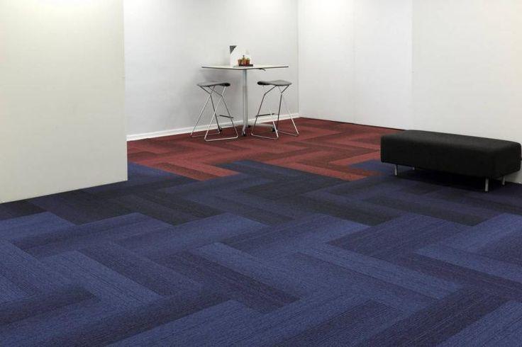Modré a červené kobercové dílce vhodné do komerčních prostor. / Blue and red carpet tiles suitable for commercial areas.  http://www.bocapraha.cz/cs/produkt/1057/grade/