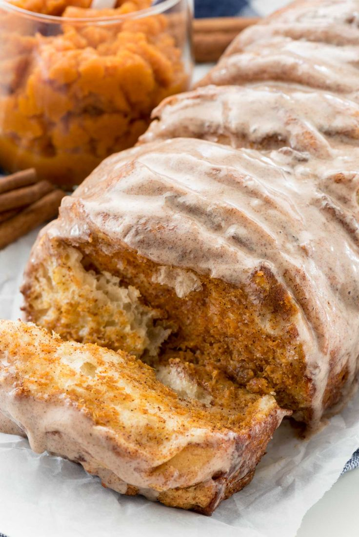 This EASY Pumpkin Pull-Apart Loaf starts with canned biscuits for an easy breakfast recipe. It's like having pumpkin pie for breakfast!