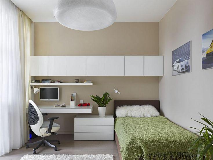 Elegáns lakberendezés, természetes felületek és művészi dekoráció, üveg, fa és fém harmóniában egy modern, nagy lakásban