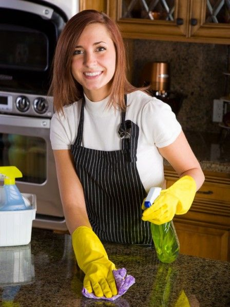 Sie putzen regelmäßig, doch bei einigen Verschmutzungen wissen Sie einfach nicht weiter? Wir verraten sechs Tipps für einen sauberen Haushalt.